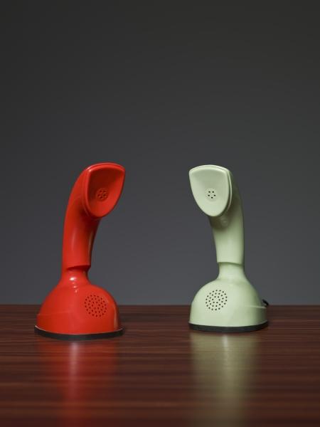 två kobratelefoner